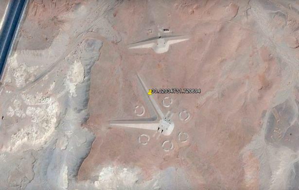最近有人在埃及發現了奇怪的建築物,你一看就發現不是人類的建築物!