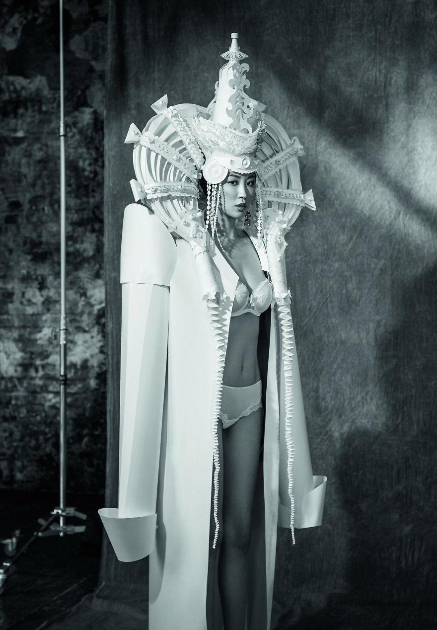 4件會讓很多婚紗設計師走投無路的只用紙張打造出的「異國風情夢幻紙雕婚紗」!