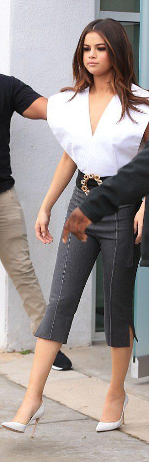 席琳娜沒穿內衣大方「露真空整顆性感側乳」路人噴鼻血!「明顯亮點」網友流到貧血了!(6張)