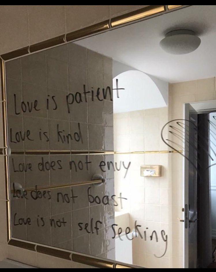 小賈斯汀在飯店鏡子上留下「5句愛的訊息」感動全網路!他終於長大但網友笑:清潔阿姨想揍他