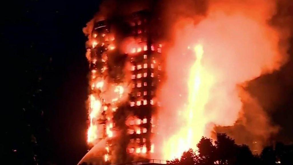 倫敦公寓大火12死78傷,絕望母等不到救援「從10樓拋出嬰兒」男子飛撲神接住!