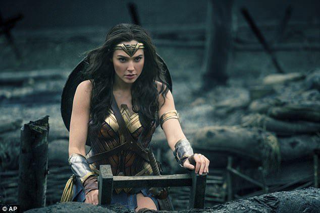 《神力女超人》蓋兒加朵上傳「徹夜失眠素顏照」還是超美,讓她如此「憔悴崩潰」原因太溫馨!