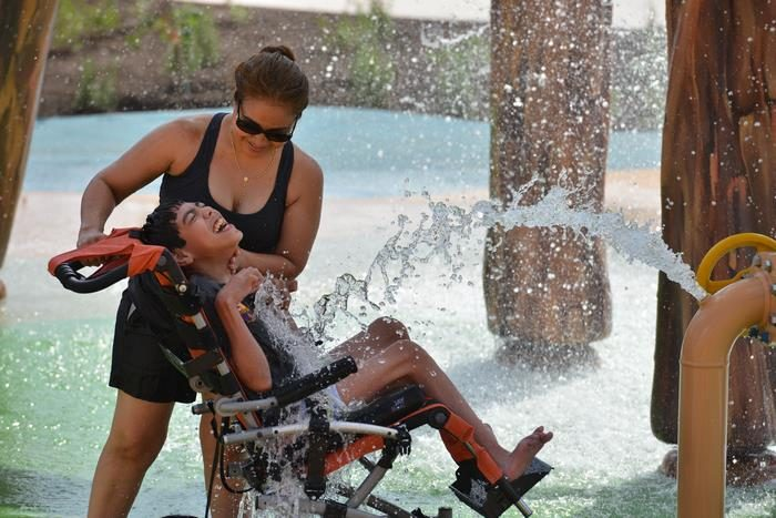 沒有小孩願意跟他的「身障女兒」玩耍,他怒建世界上第一個5.1億「無障礙水上樂園」!