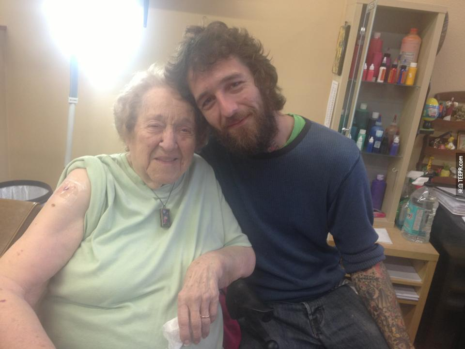 103 year-old Evelyn poses with the tattoo artist afterwards.