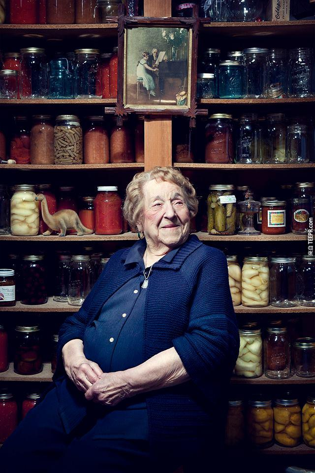 這個103歲的阿婆在她慶生會上做的事情真是太爆笑了!