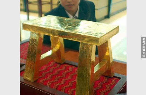 黃金小凳子: 純黃金凳,要價只要$4000萬!(110磅)