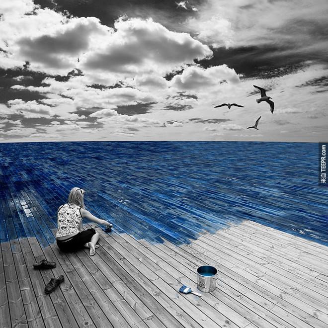 在木地板上漆出一片藍藍大海!