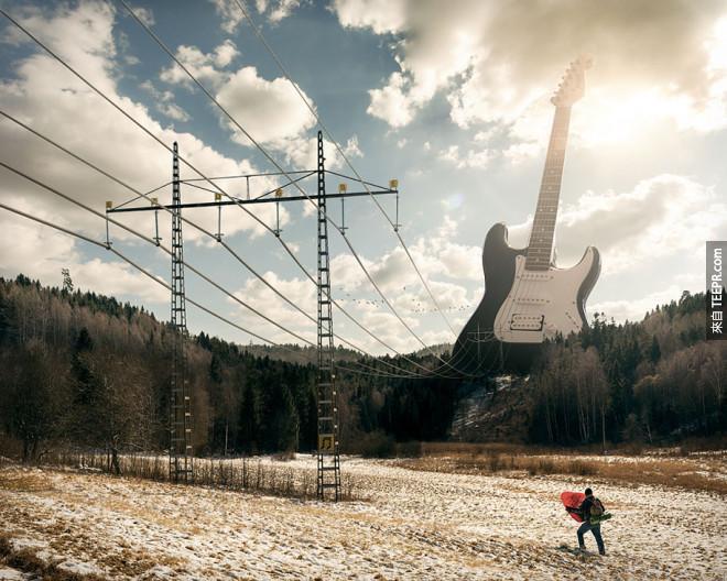 超人,我們被巨型電吉他攻擊了!快來救我們~