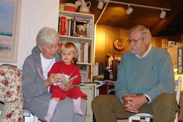 22.) 很少找你的祖父母多聊聊。他們有很多你可以學習的地方,而且他們不會在你的身邊很久。