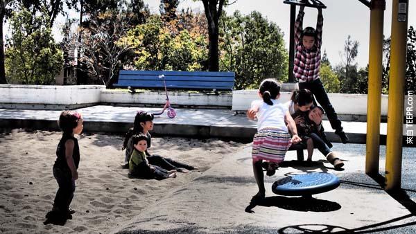 30.) 不跟你的孩子多花時間。孩子們都是天真無邪的。你應該要選擇讓他們的天真無邪帶給你生命中更多的喜悅。