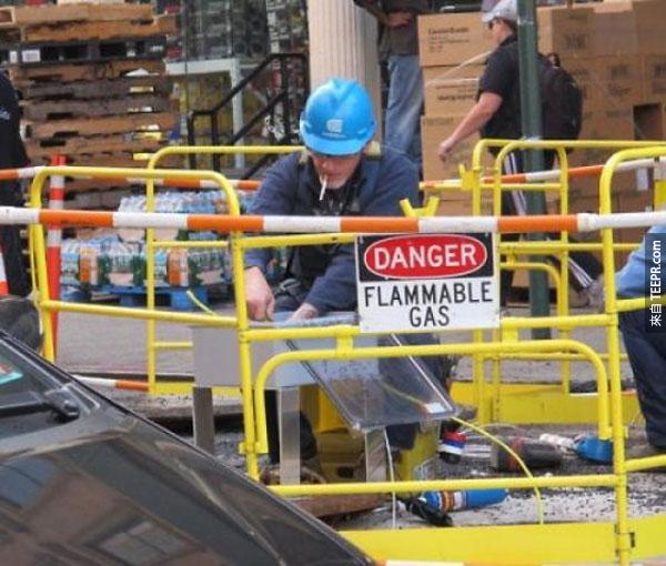 """24.) 不不...你不知道 """"Flammable Gas"""" 是易燃氣體的意思嗎?!"""