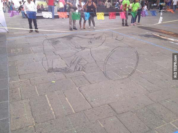 這位仁兄就這樣拿了粉筆到街上去。他接下來做的事情會讓你直到下個禮拜都還反應不過來。