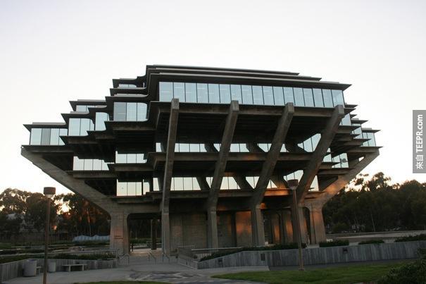 48. 加州大學聖地亞哥分校格澤爾圖書館(聖地亞哥,加利福尼亞,美國)