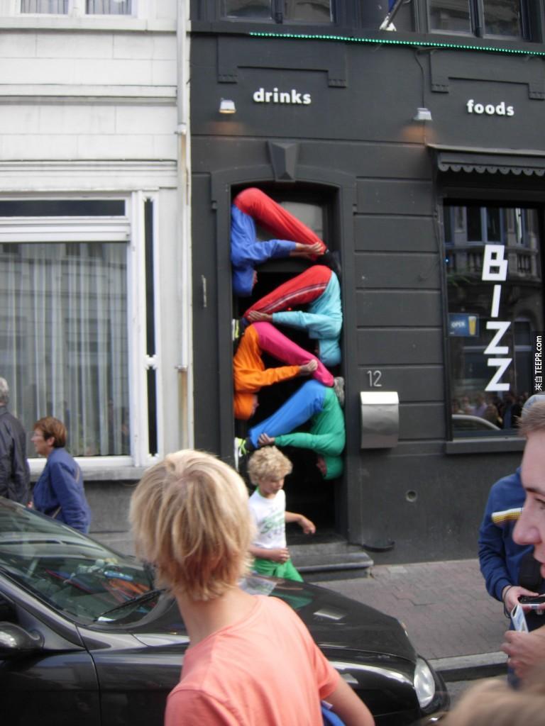 這家餐廳這樣下去可能生意不會太好?!哈哈。