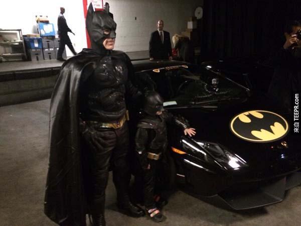 """當天你可以聽到所有人在幫忙助威。""""蝙蝠小孩!蝙蝠小孩"""" 這鼓勵的話不管在城市裡的任何角落都聽得到。"""