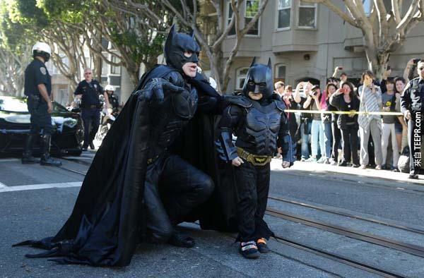 舊金山民眾都出來為這對打擊犯罪二人組打氣。