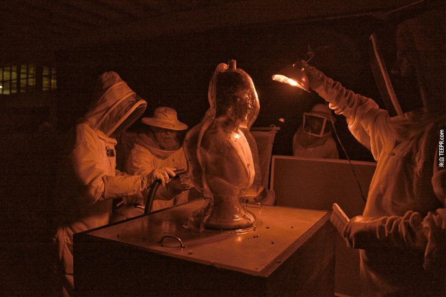 """他們還做了另一個雕像,叫做 """"喝酒的男人""""。"""