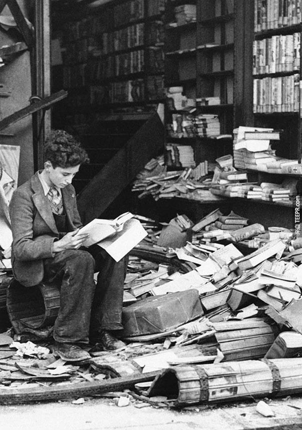 在倫敦被空中轟炸炸毀的書店 - 1940