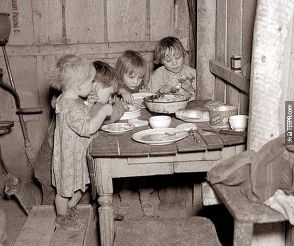 在大蕭條時的聖誕節晚餐,只有蘿蔔與白菜