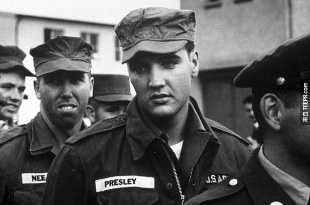 貓王在軍中 - 1958。