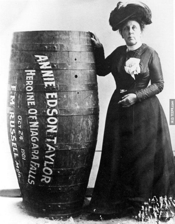 安妮泰勒女士(Annie Edison Taylor)是世界第一名在木桶裡落下尼亞加拉大瀑布而且沒死的女冒險家 - 1901