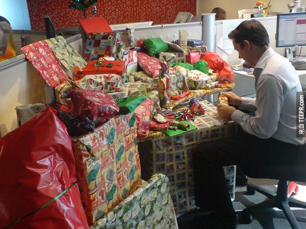 5.) 用禮物攻勢!不知道裡面是不是空的。