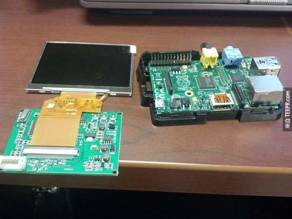 你一開始可能會覺得這只是一些電腦零件。但是你一定要看看這名男子打造的驚世之作。