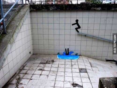 8. 從欄杆上跳水。
