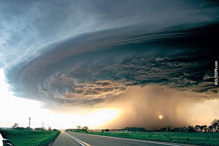 3)超級單體風暴移動整個東北內布拉斯加州,2004(美國)