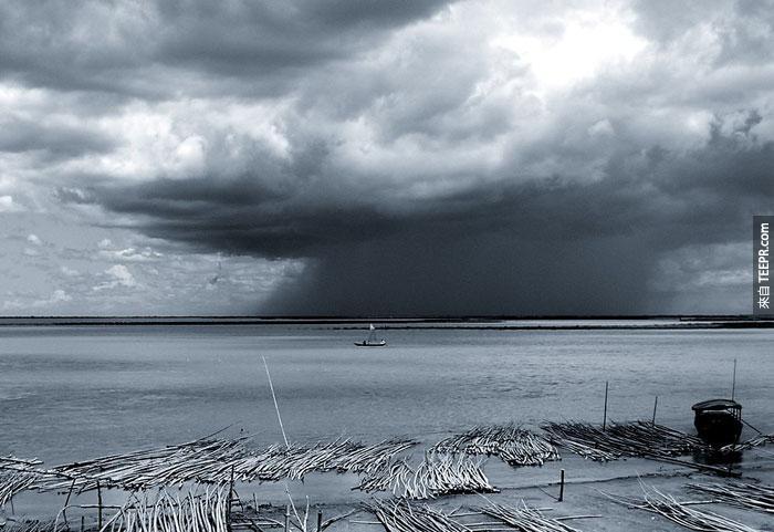 14)季風雨在賈木納河,2006(印度)