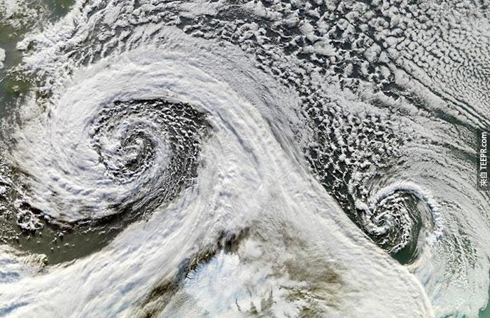 18)雙旋風從太空拍下,2006(冰島)