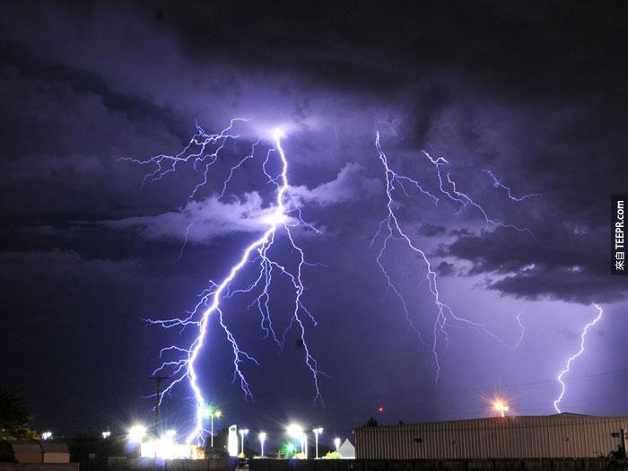 19)閃電風暴在羅斯威爾,新墨西哥州,2010(美國)