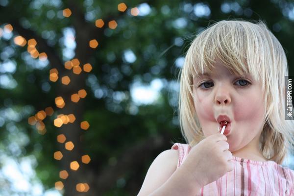 24.) 給小朋友糖果不會讓他們更興奮。實驗指出,小朋友在有沒有吃過糖果都還是一樣的瘋狂。