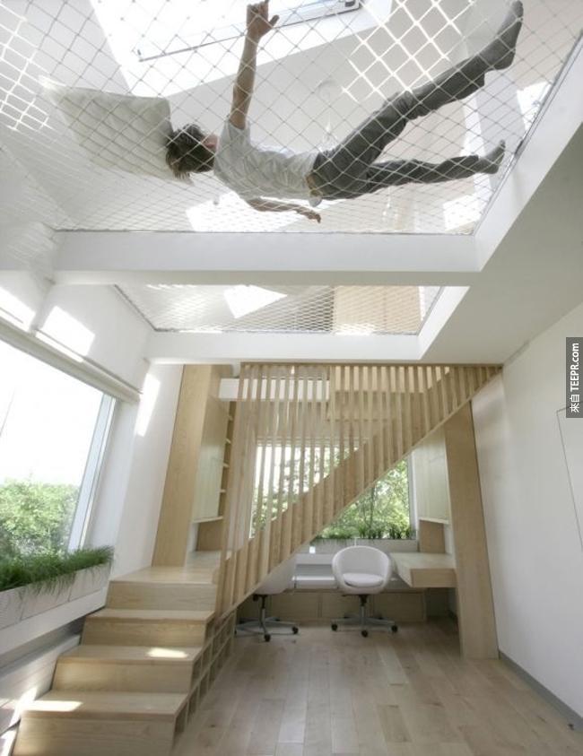 屋頂上的吊床。在家裡可以假裝不小心失足睡午覺。