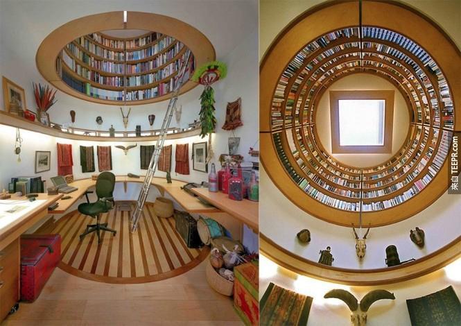 這個完美而且又省空間的環繞書櫃。