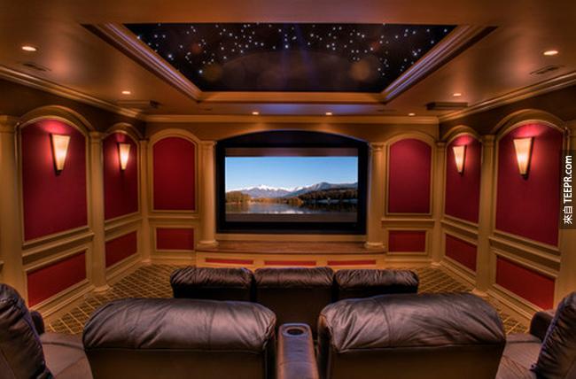 終極: 一個美麗星空屋頂的家庭影院。這個就是我夢寐以求的!