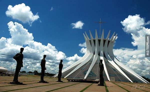 21. 巴西利亞大教堂 (巴西利亞,巴西)