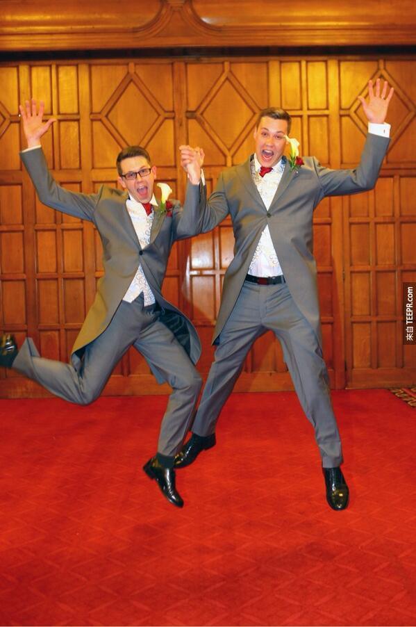 51張英國第一天同性戀婚姻合法化的溫馨照片。看完後太感動了!