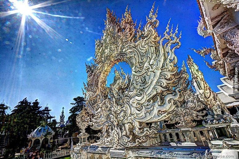 真的是一座了不起的建築。你一定沒有看過這麼極端的佛教寺廟!