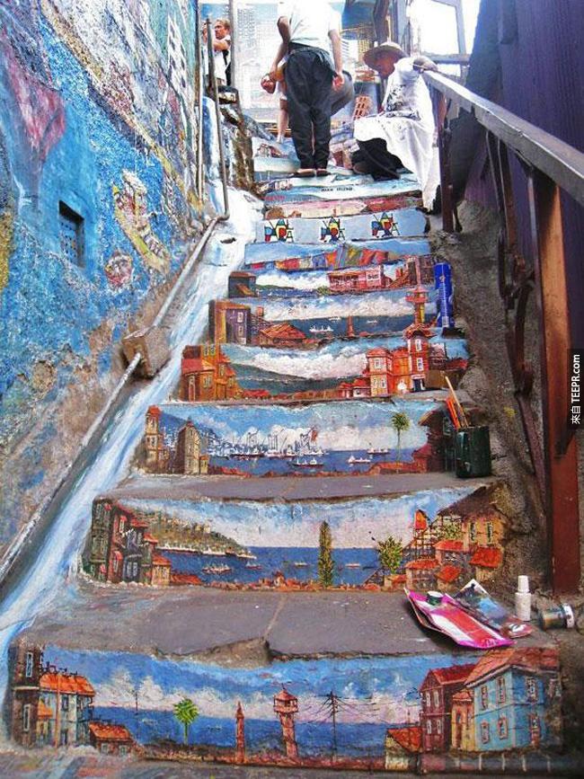 18. 樓梯面被畫上美麗的風景圖畫。