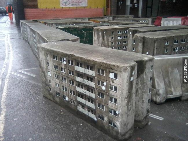 22. 老舊的戶外電箱被塗成小型的大廈。好可愛!