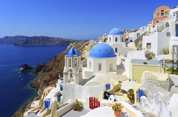 2.) 村伊亞在聖托里尼島,希臘 (Oia Village in Santorini, Greece)