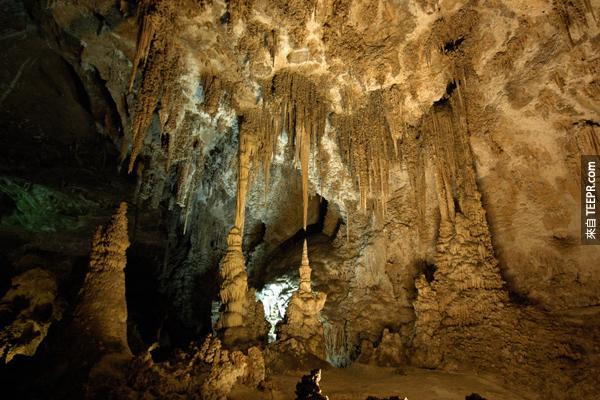 12)卡爾斯巴德洞穴(新墨西哥州)