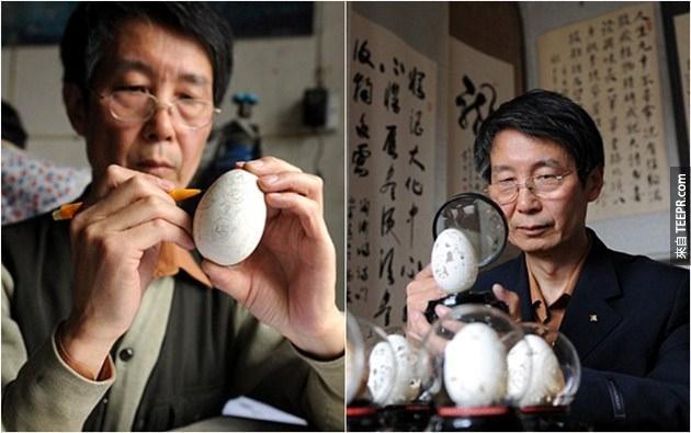 雕刻的過程非常的費時間。他需要用一隻手先把蛋殼穩住,好讓另一隻手可以小心的雕刻。