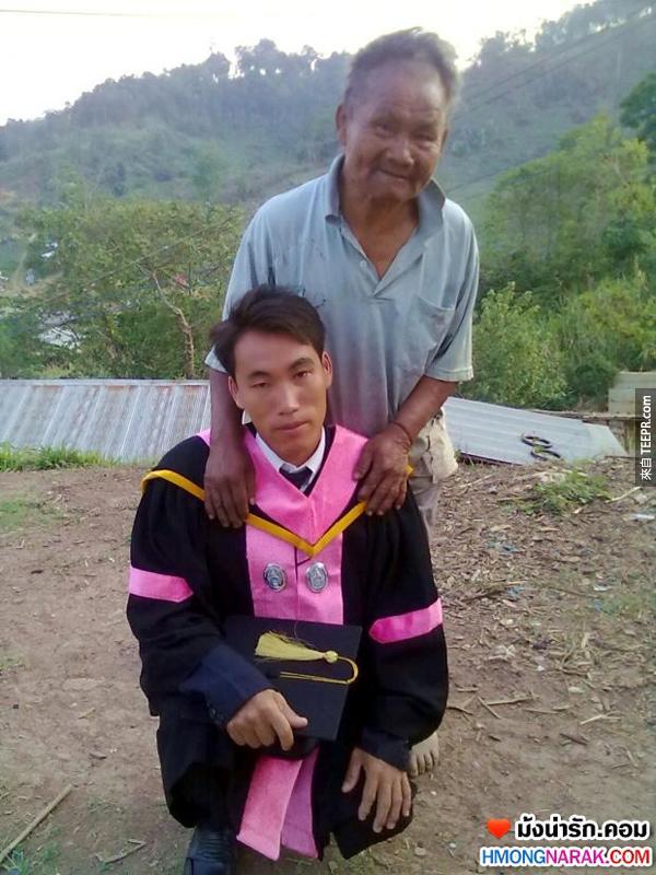 這名父親附出了他的一切,就為了可以讓他的兒子未來過一個更好的生活。