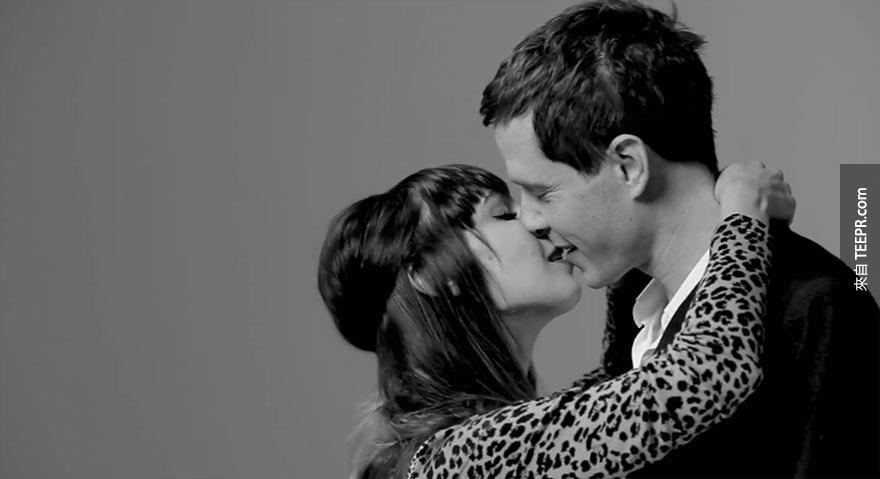 20個陌生人親吻。你一定要看看這個過程!超精采的!