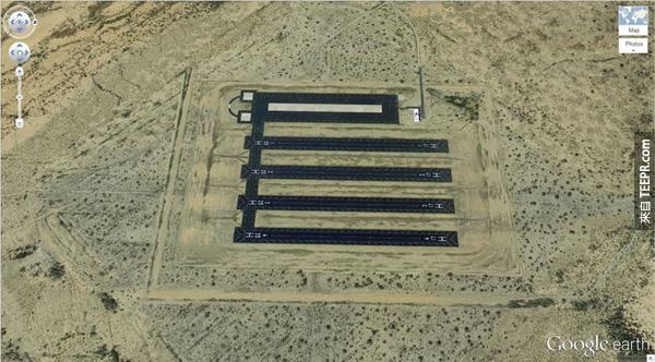 22.) 在沙漠裡很莫名其妙的飛機跑道 (2.663367, -111.487618) Eloy,亞利桑那州,美國