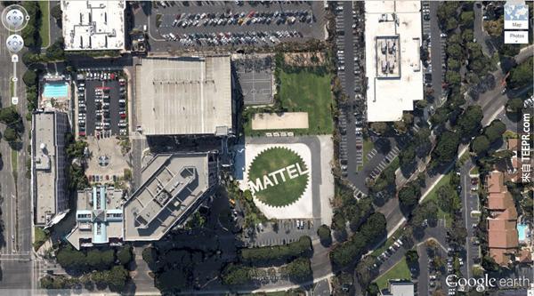 23.) 一個巨大的 Mattel 標誌 (玩具公司) (33.921277, -118.391674) El Segundo,美國加州