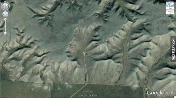 """6.) 山里的""""荒地守護神"""" (50° 0'38.20″N 110° 6'48.32″W) 沃爾什,阿爾伯塔,加拿大"""
