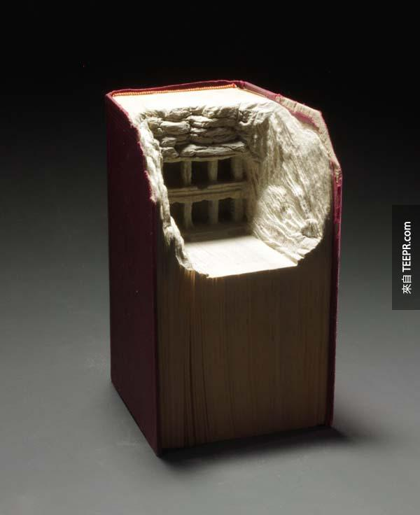 這名加拿大的藝術家對沒有人要的舊書做的事情真的是太酷了。這就叫做點舊書成金!